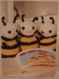 Cute crochet card bees